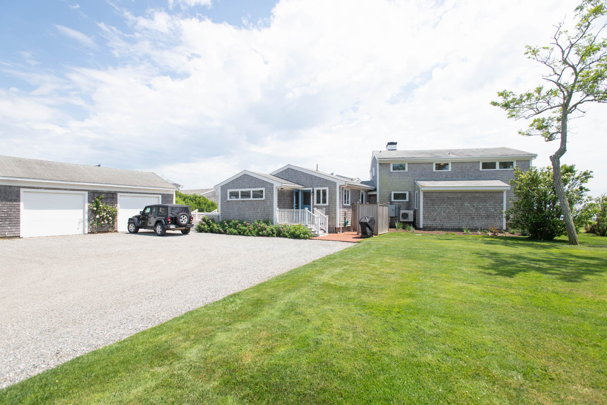 22 Easton | Photo